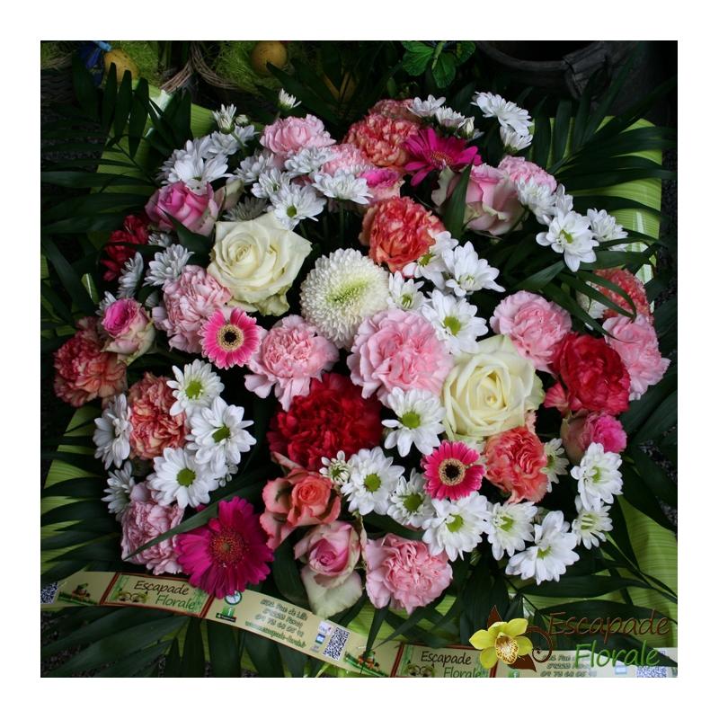 coussin de fleurs coloris blanc rose et fushia escapade florale. Black Bedroom Furniture Sets. Home Design Ideas