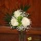 Bouquette de roses blanches pour columbarium