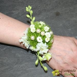 Bracelet de mariée fleuri et perlé