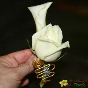 Boutonnière Rose et Calla