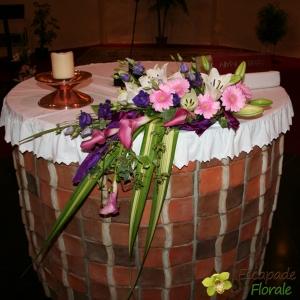 Composition d'Autel tons rose et violet