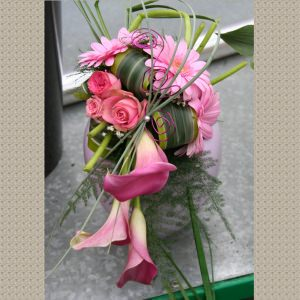Bouquet de mariée Cascade de Callas roses